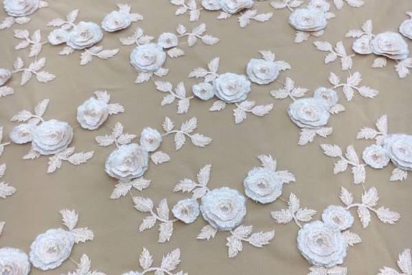 پارچه دانتل با گل برجسته برای لباس شب