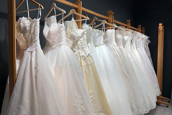 پارچه دانتل در لباس عروس